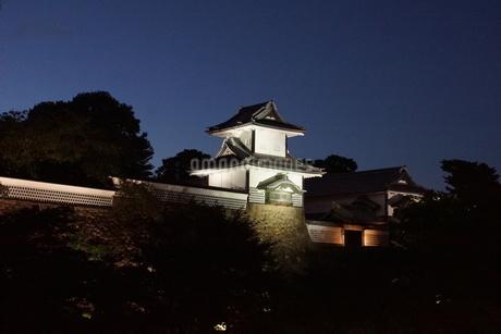 夜の金沢の町並み(金沢城址)の写真素材 [FYI02984983]