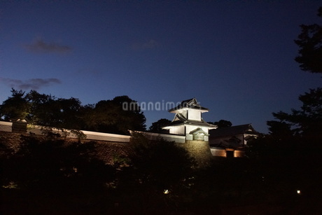 夜の金沢の町並み(金沢城址)の写真素材 [FYI02984984]