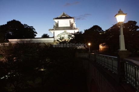 夜の金沢の町並み(金沢城址)の写真素材 [FYI02984985]