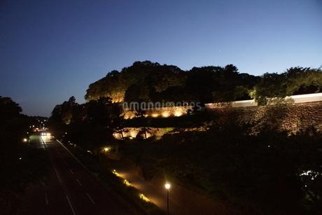 夜の金沢の町並み(金沢城址)の写真素材 [FYI02984986]