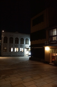 夜の金沢の町並み(ひがし茶屋街)の写真素材 [FYI02985008]