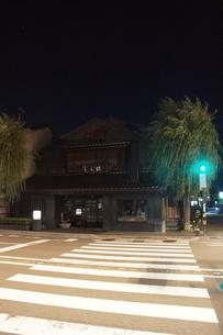 夜の金沢の町並みの写真素材 [FYI02985014]