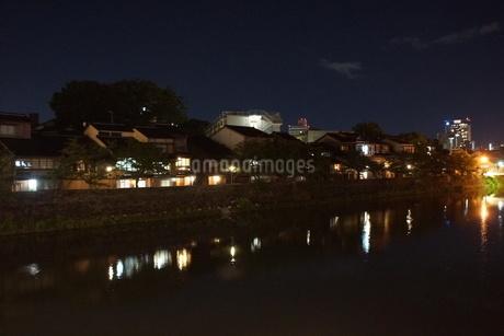 夜の金沢の町並みの写真素材 [FYI02985015]