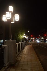夜の金沢の町並みの写真素材 [FYI02985017]