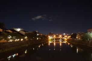 夜の金沢の町並みの写真素材 [FYI02985018]