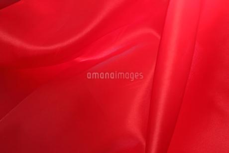 赤いサテンの布の写真素材 [FYI02985036]