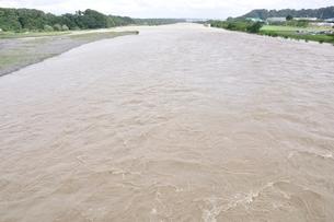 豪雨で増水した河川の写真素材 [FYI02985160]