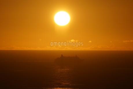 母島の夕焼けの写真素材 [FYI02985170]