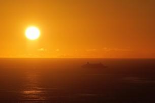 母島の夕焼けの写真素材 [FYI02985171]