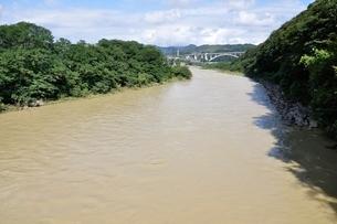 増水した河川の写真素材 [FYI02985215]