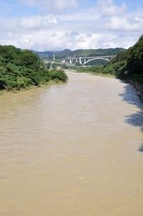 増水した河川の写真素材 [FYI02985216]