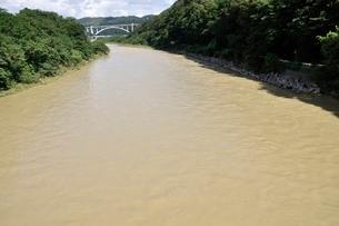 増水した河川の写真素材 [FYI02985217]