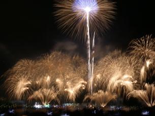 みなと神戸海上花火大会19の写真素材 [FYI02985445]