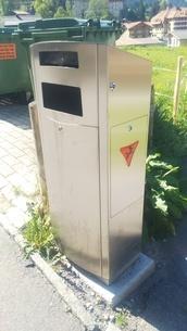 スイス ユングフラウ地方 ヴェンゲン 14 犬用ふんポストの写真素材 [FYI02985554]