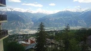 スイス バレー州 クランモンタナ 3の写真素材 [FYI02985568]
