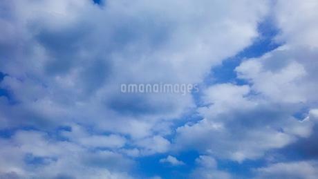 流れる雲(横)の写真素材 [FYI02985727]