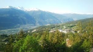 スイス バレー州 クランモンタナ 11 モンブランほか山脈の写真素材 [FYI02985755]