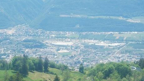 スイス バレー州 クランモンタナ 18 基点の町シエーレの写真素材 [FYI02985762]
