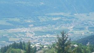 スイス バレー州 クランモンタナ 19 基点の町シエーレの写真素材 [FYI02985763]