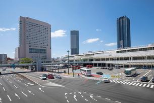 広島駅新幹線口広場とJR広島駅北口の写真素材 [FYI02985946]