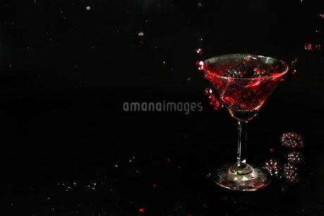 グラスの中のブラックベリーの写真素材 [FYI02985958]