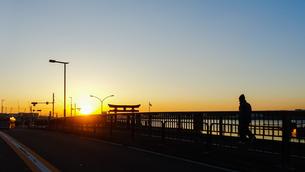 羽田空港近くの海老取川に架かる弁天橋の日のの写真素材 [FYI02986132]