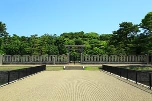 仁徳天皇陵古墳の拝所の写真素材 [FYI02986412]