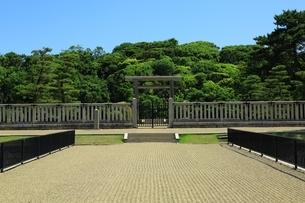 仁徳天皇陵古墳の拝所の写真素材 [FYI02986413]