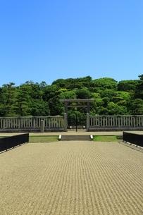 仁徳天皇陵古墳の拝所の写真素材 [FYI02986415]