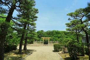 履中天皇陵古墳の拝所の写真素材 [FYI02986453]