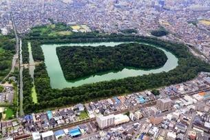 仁徳天皇陵古墳 空撮の写真素材 [FYI02986503]