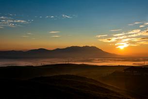 阿蘇大観峰より九重連山を望むの写真素材 [FYI02986666]
