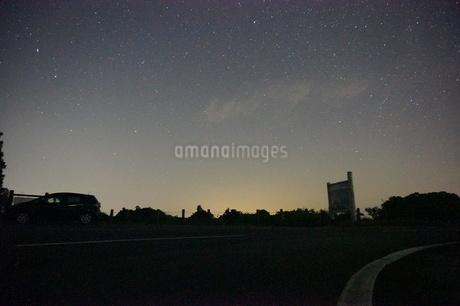 魚沼スカイラインの満天の星空の写真素材 [FYI02986698]