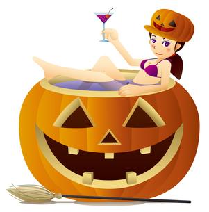 ハロウィンかぼちゃの浴槽でカクテルを飲むキュートな魔女のイラスト素材 [FYI02986701]