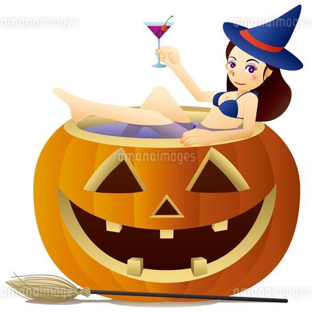 ハロウィンかぼちゃの浴槽でカクテルを飲むキュートな魔女のイラスト素材 [FYI02986702]
