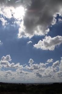 サンパウロの夏の青空と雲の写真素材 [FYI02986884]
