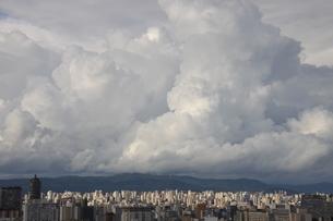 サンパウロの夏雲の写真素材 [FYI02986958]