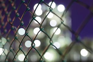 工場夜景の光のボケの写真素材 [FYI02987143]
