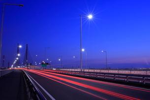 幸魂大橋の夜景の写真素材 [FYI02987146]