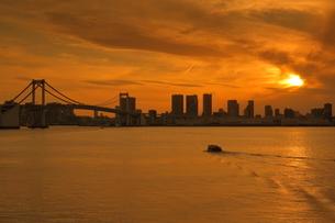 東京港の夕景の写真素材 [FYI02987147]