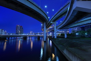 有明ジャンクションの夜景の写真素材 [FYI02987153]