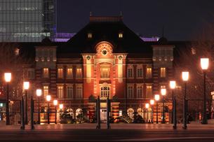 東京駅の夜景の写真素材 [FYI02987581]