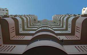 近代的なビルを見上げるの写真素材 [FYI02987616]