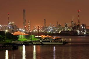 千鳥橋からの工場夜景の写真素材 [FYI02987803]