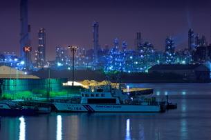 千鳥橋からの工場夜景の写真素材 [FYI02987808]