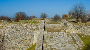 シュリーマンによって発見されたトロイ遺跡(トロイの考古遺跡として世界遺産に選定されるイリオス遺跡)の写真素材 [FYI02988378]