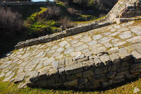 シュリーマンによって発見されたトロイ遺跡(トロイの考古遺跡として世界遺産に選定されるイリオス遺跡) の写真素材 [FYI02988382]