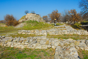 シュリーマンによって発見されたトロイ遺跡(トロイの考古遺跡として世界遺産に選定されるイリオス遺跡) の写真素材 [FYI02988383]