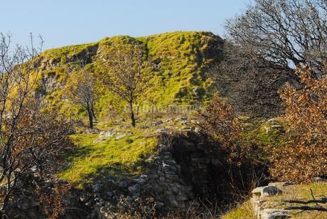 シュリーマンによって発見されたトロイ遺跡(トロイの考古遺跡として世界遺産に選定されるイリオス遺跡)の写真素材 [FYI02988387]