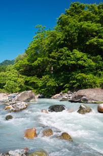 小滝川ヒスイ峡 小滝川の写真素材 [FYI02988629]